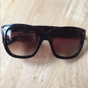 NWT GAP Womens Mia Sunglasses Brown Tortoise